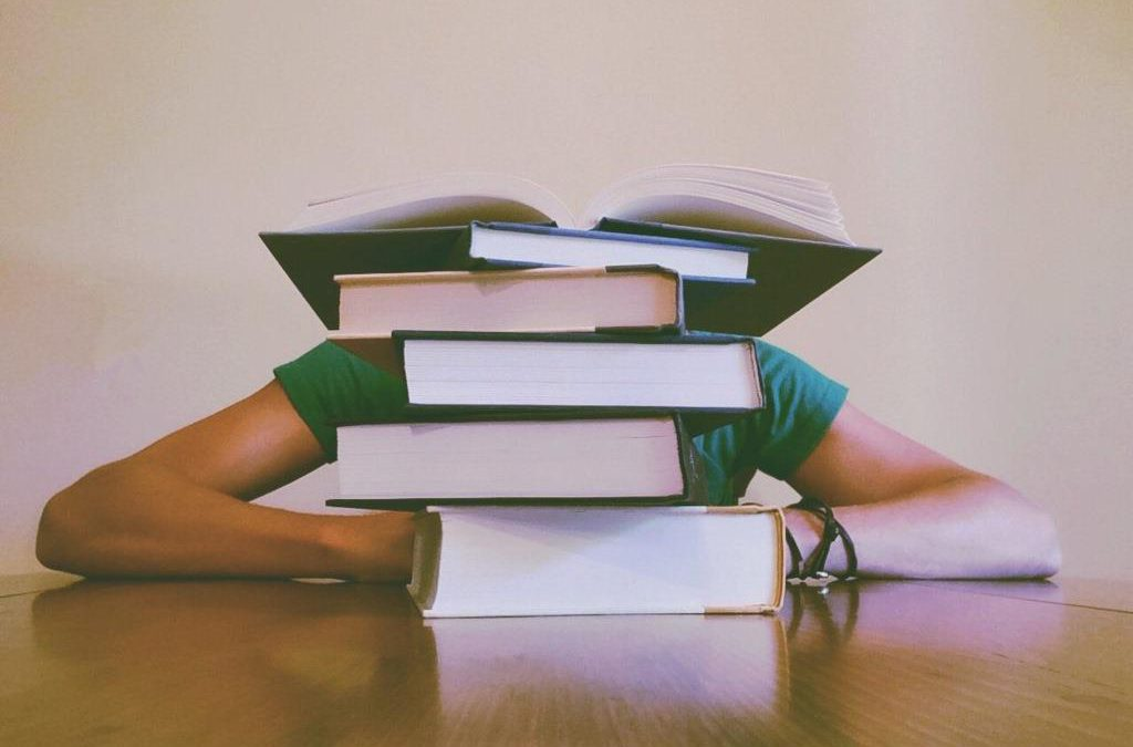 Perché dimentichi tutto dopo poche ore che studi (e come impedirlo)