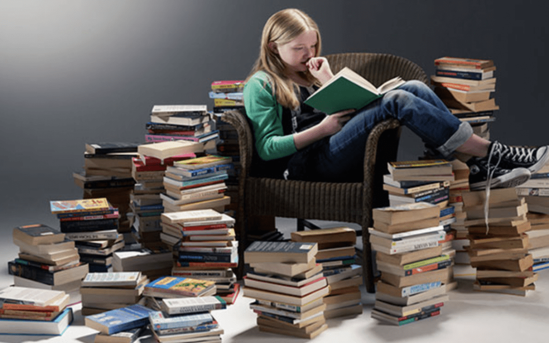 Ti manca un intero libro da leggere a un solo giorno dall'esame?  Ecco come divorarlo in un pomeriggio e strappare un bel voto all'esame anche se ti eri rassegnato a rimandarlo alla prossima sessione