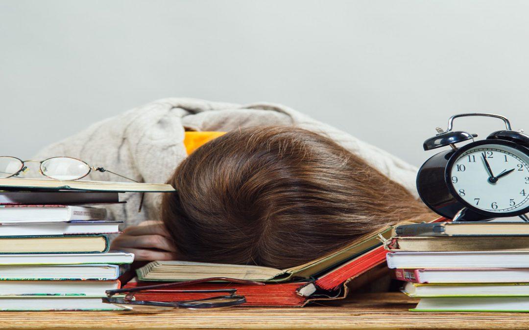 Ti riduci sempre a studiare  all'ultimo? Ecco come strappare comunque un 30 e lode al professore